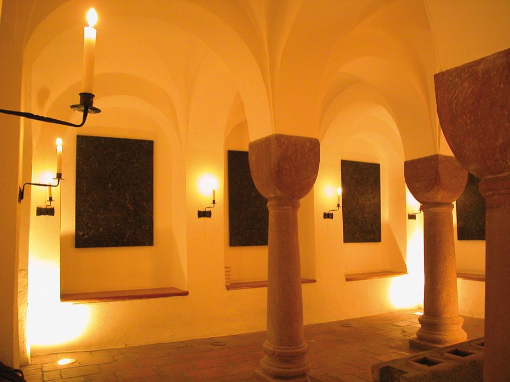 2003, Krypta in Worms · 2003, crypt in Worms, Germany