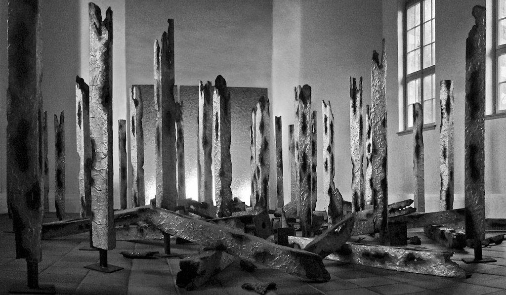 2003–2005, 49 Stelen · 2003-2005, 49 sculptures