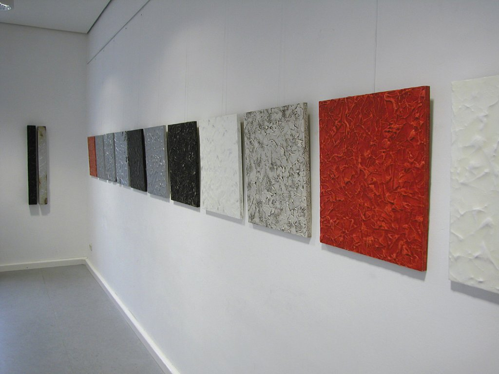 Installation mit 12 Bildern / je 50 x 60 cm / 2003 · installation of 12 pictures / each 50 x 60 cm / acrylic-, oilcolour and wax on chipboard, 2003
